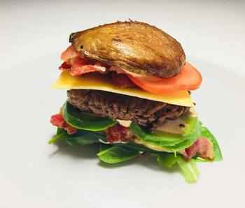 Portobelloburger-med-avokado-og-bacon-medium.jpg