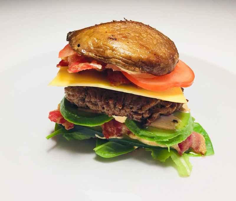 Portobelloburger med avokado og bacon.jpg