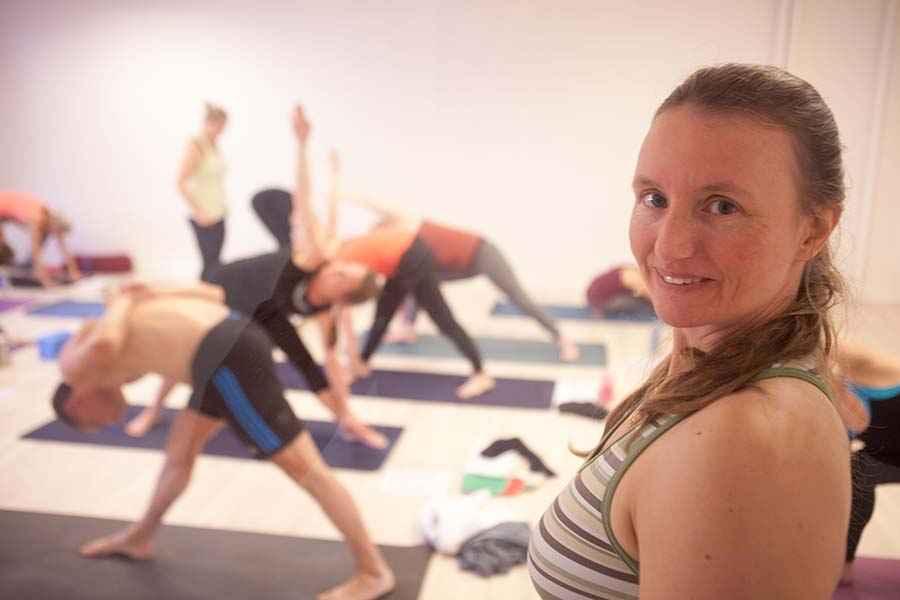 tanja-yoga-gennem-vindue_blog900.jpg