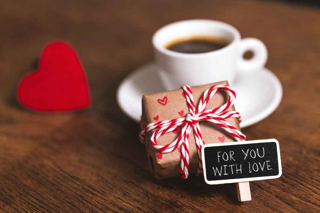 AdobeStock_130316684 free gift for you with love