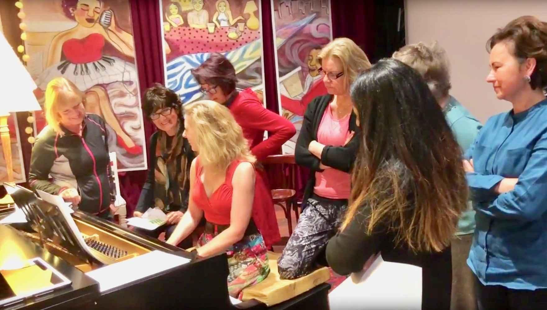 PianoEasy class with Kirsten demonstrating