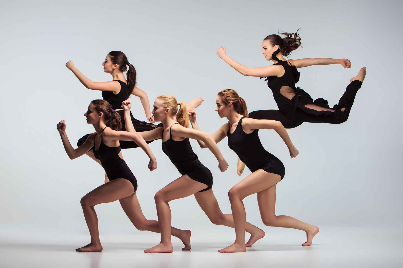 the-group-of-modern-ballet-dancers-PYB92XN.jpg