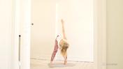 Praktyka jogi dla pierwszej czakry z muzyką, czas filmu: 40 min 43 sek