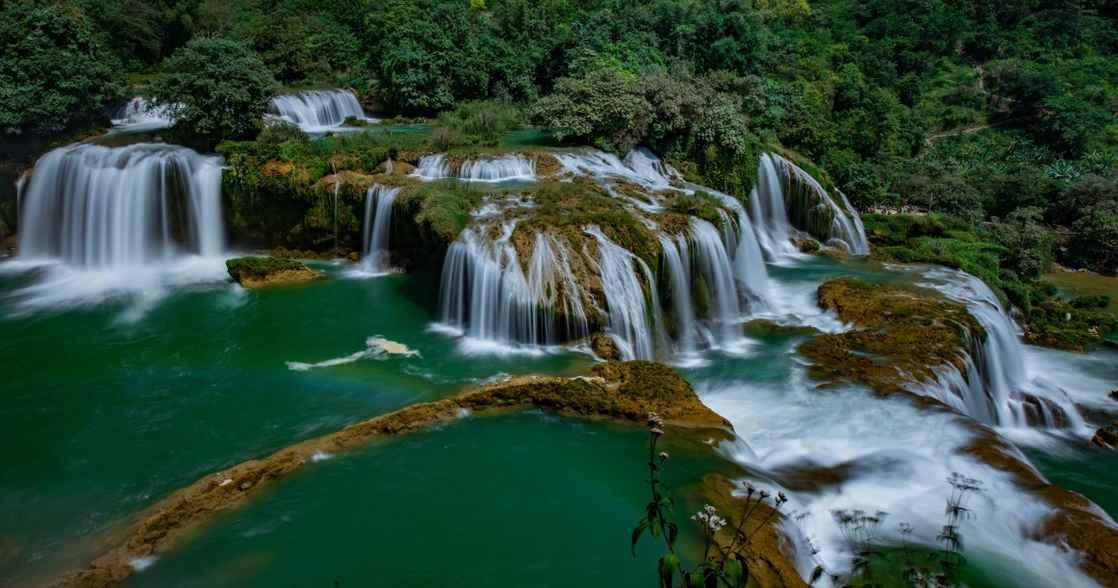 ban-gioc-waterfall-detian-waterfall-ban-gioc-waterfall-is-the-most-magnificent-waterfall-in-vietnam_t20_R6vKQX.jpg