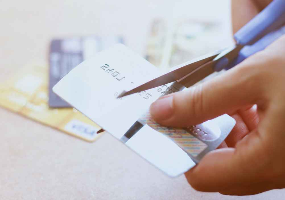 hand-cutting-credit-card-with-scissors_t20_b84999.jpg