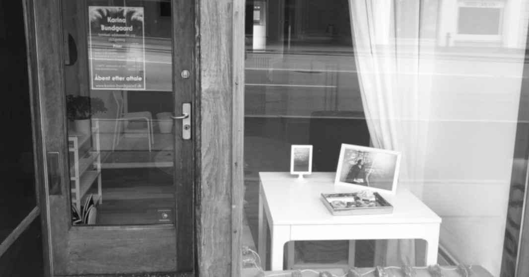 2007-butiksfront-sort-hvid-karina-bundgaard-1200x628
