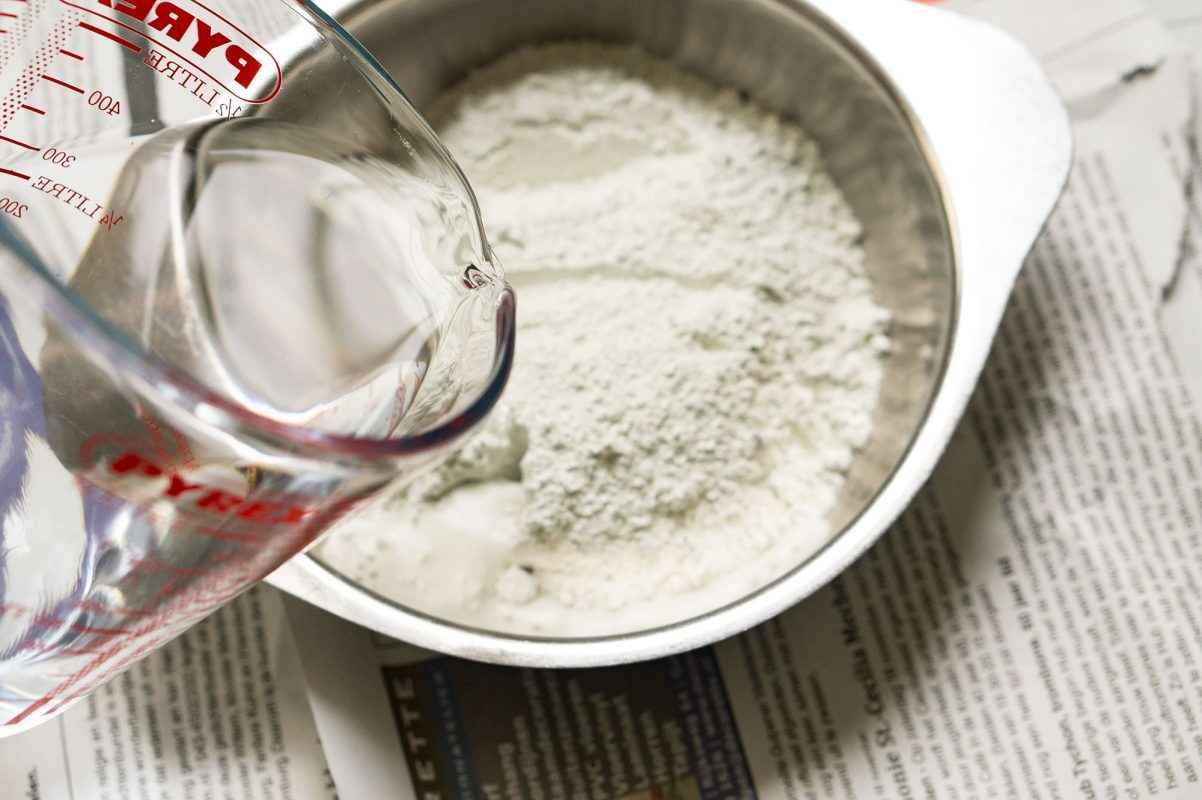 Zelf cement kussentjes maken om als theelichthouder te gebruiken.