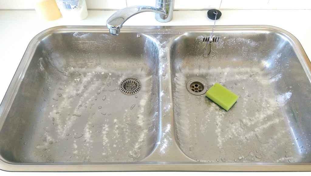 Diy gootsteenscrub voor een stralend schone wasbak