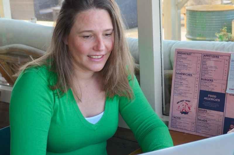 Mariska laptop groene trui.jpg