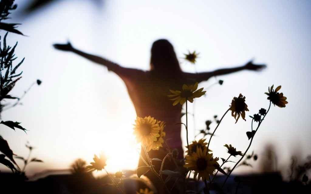 sunset_girl_light_flowers_mood_freedom_Women__1920x1200-1024x640.jpg