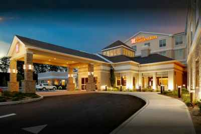 Hilton-Garden-Inn-Roslyn-Outside-400x267.jpg