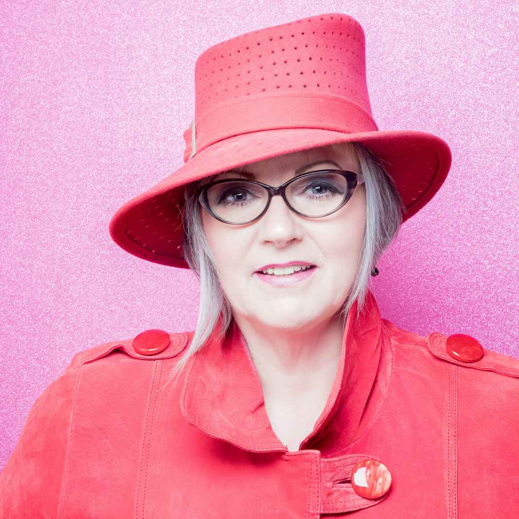 bannerLisa Newport (fab hat) - Photo credit to Ursula Kelly @ursulakphoto