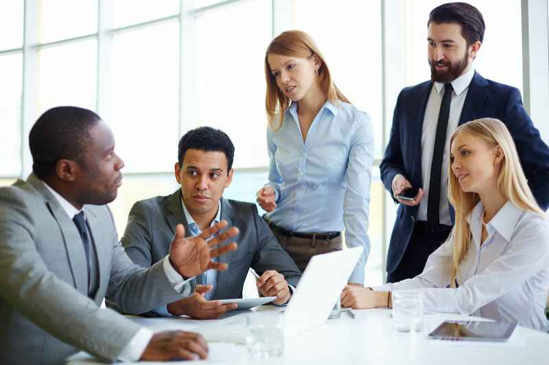 Big-Team-Meeting-Canva-800x533.jpg