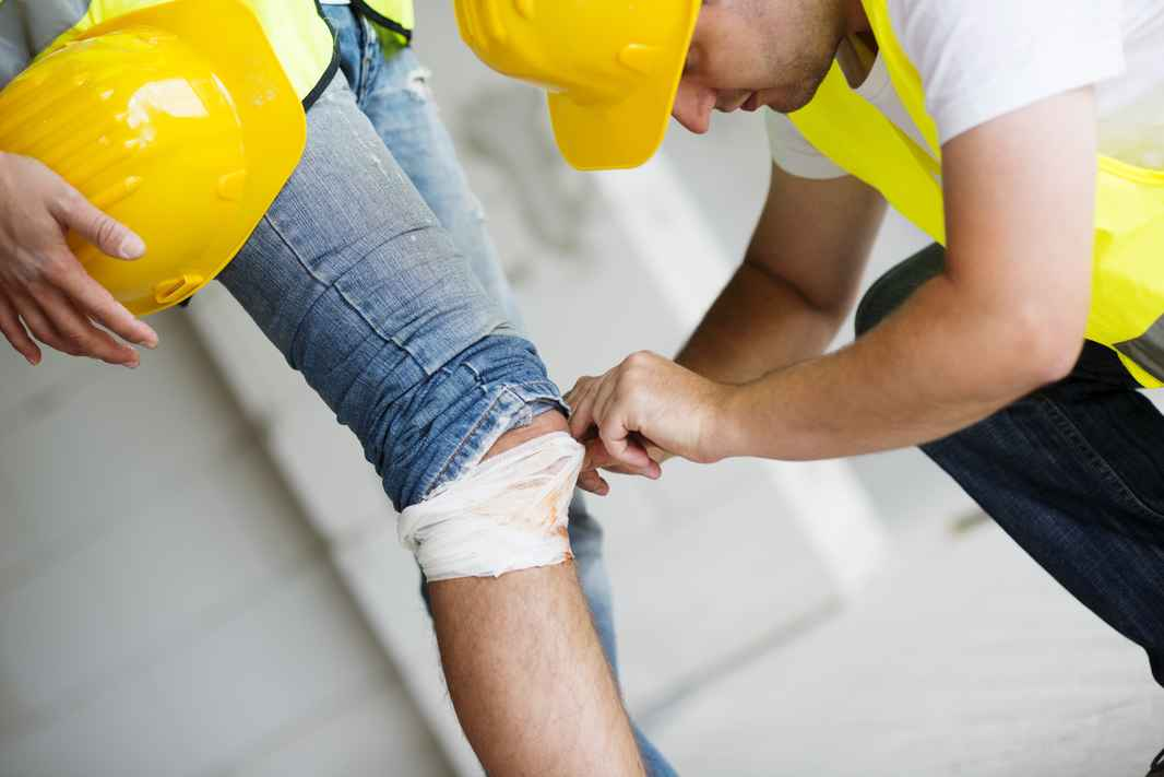 graphicstock-construction-worker-has-an-accident-while-working-on-new-house_HCl87DA5ZW.jpg
