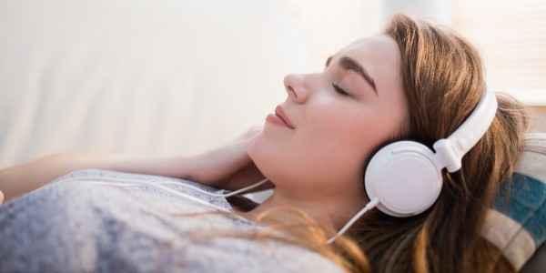 Woman headphones600_300.jpg