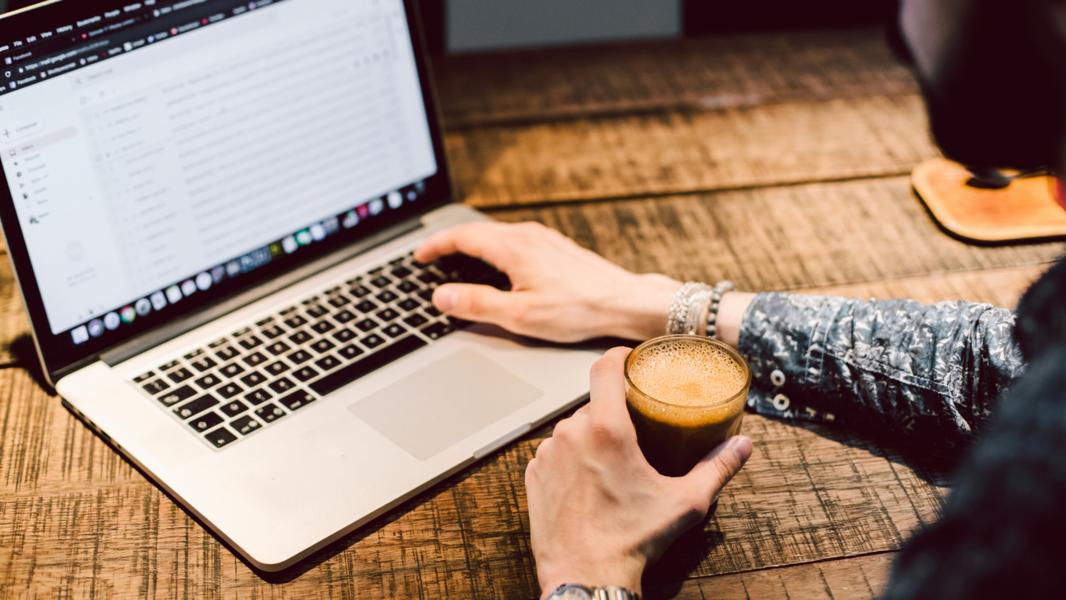 laptop-coffee-circle