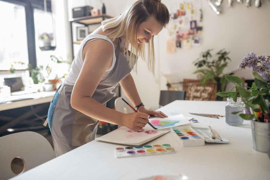 flower-education-illustration-drawing-painting-design-woman-workshop-artist-workspace_t20_VWkAmP.jpg