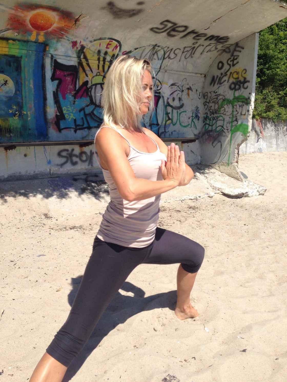 Pia Yoga Strand.jpg