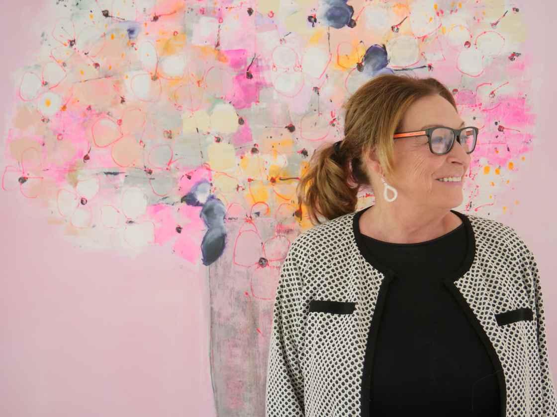 Anne Grethe Kjelland-foran-rosa-tre.jpg