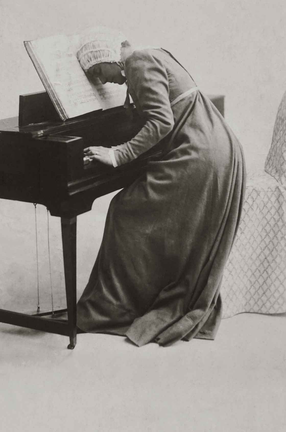 frustrated-woman-playing-piano-3610917.jpg