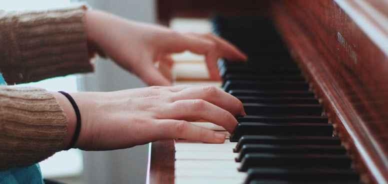 Pianolektion nr 3-12 med pianolärare Alexander Olin.