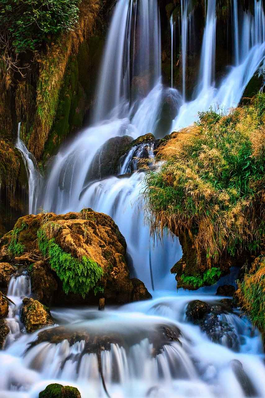 waterfall-5388432_1280_Image by Thomas Martin from Pixabay