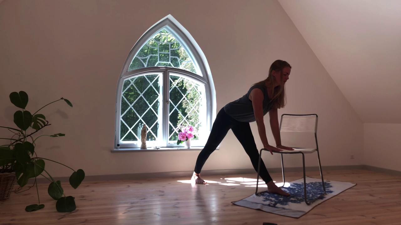 3. Stol på yoga