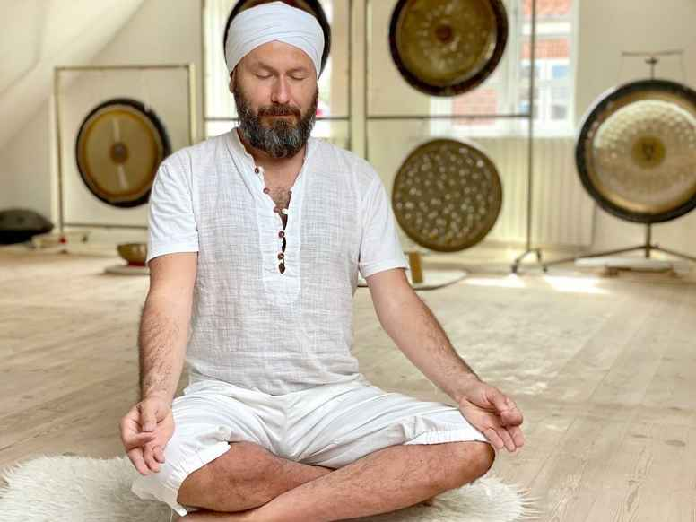 Meditating with the Gong