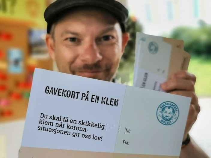 Gavekort på klem Håkon Forfod Sønneland