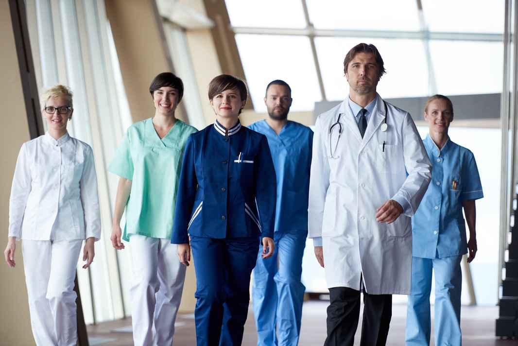 storyblocks-doctors-team-walking-in-modern-hospital-corridor-indoors-poeople-group_SFoJ7s2o-