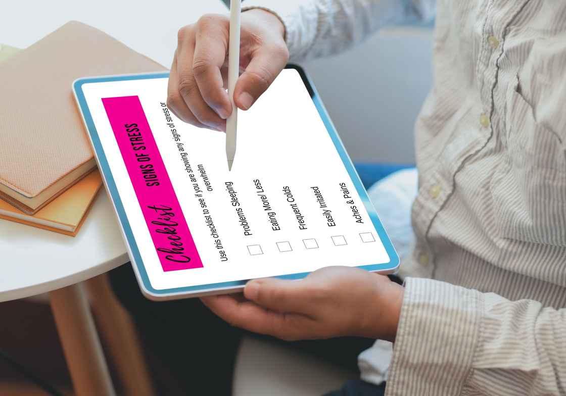 10 signs of stress checklist mockup