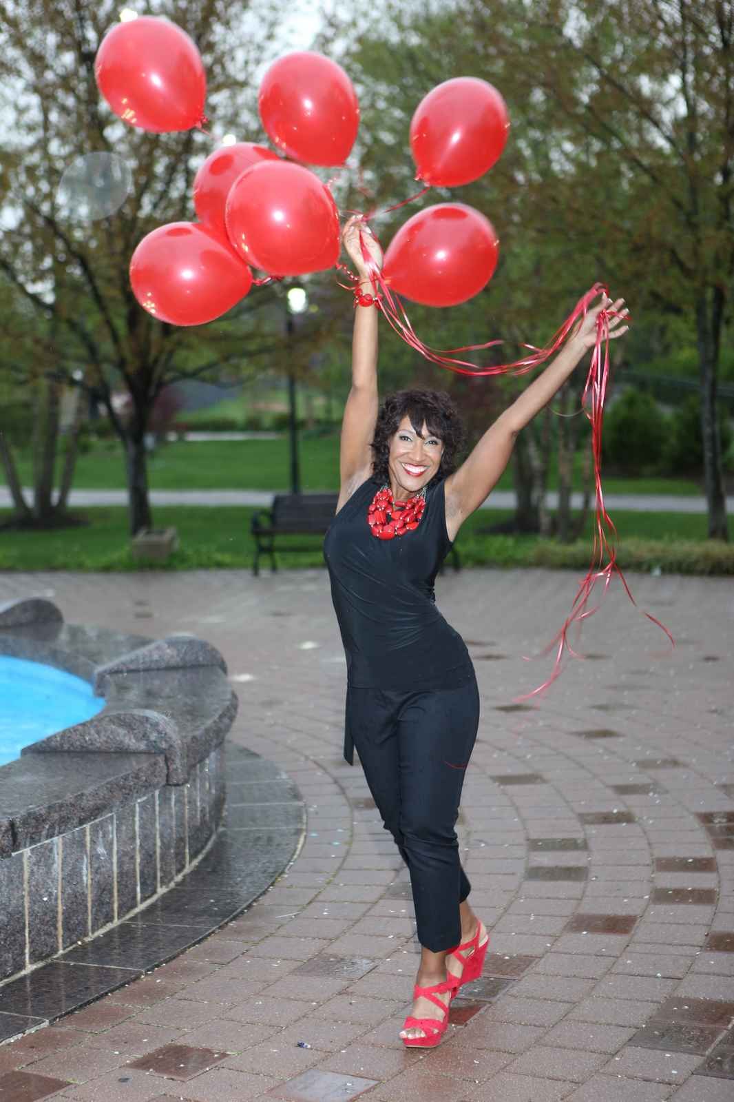 Rachell_with_balloons