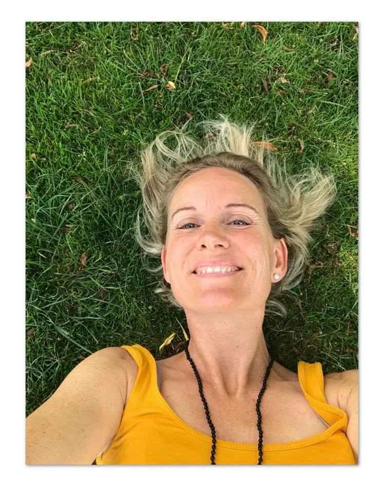 yin yoga paa-graes-750w-960h