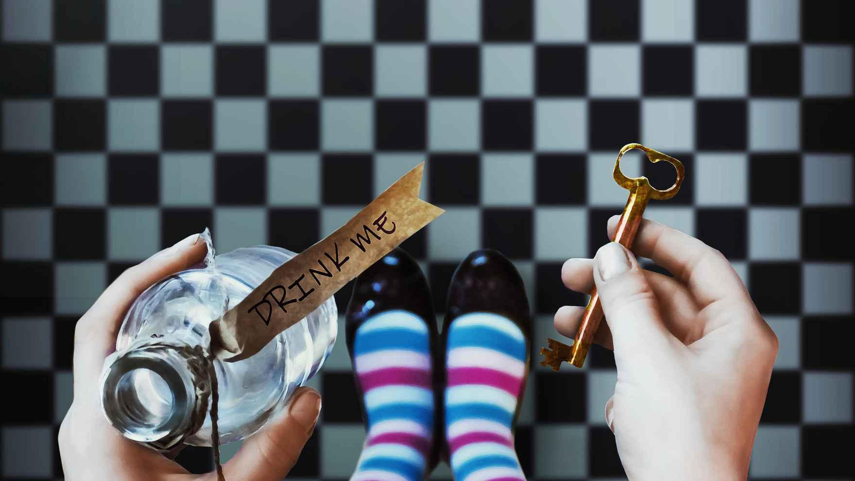 alice-in-wonderland-drink-me-key-checkered-floor-sm